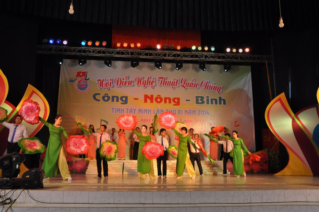 Công – Nông – Binh 2014